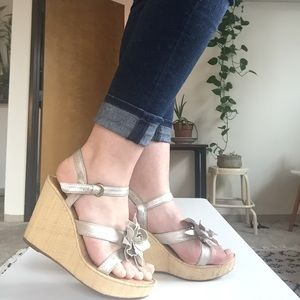 Classy Born Wedges With Silver Flower
